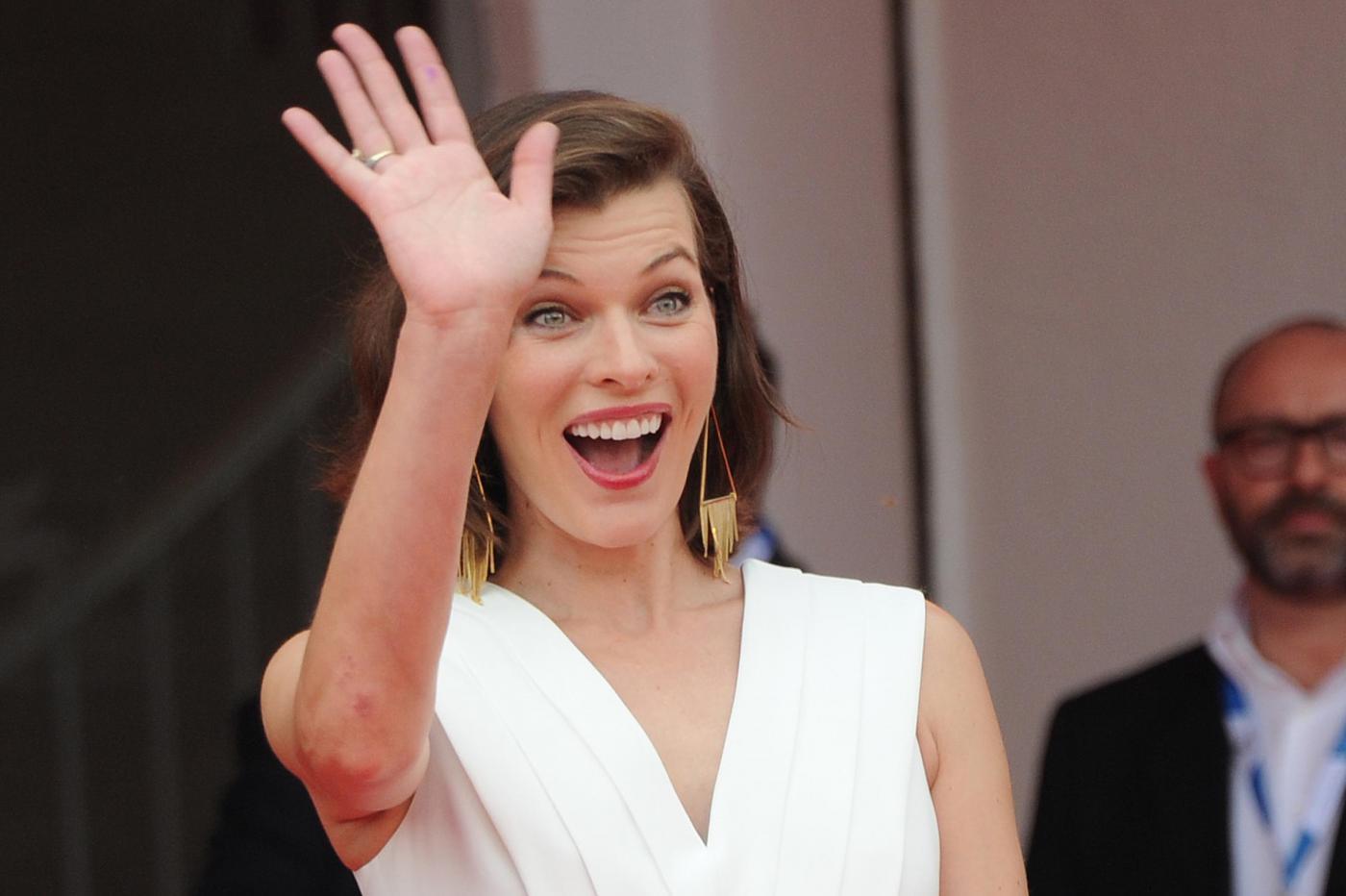 Venezia71, Milla Jovovich: spunta il pancino (FOTO)