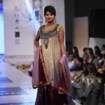 La settimana della moda approda in Pakistan (FOTO)