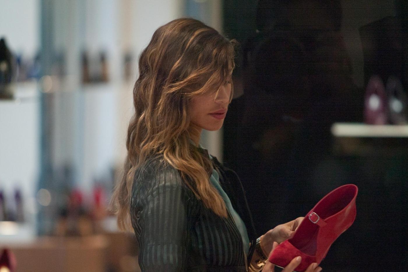 Belen e Cecilia Rodriguez, shopping insieme in via Montenapoleone11