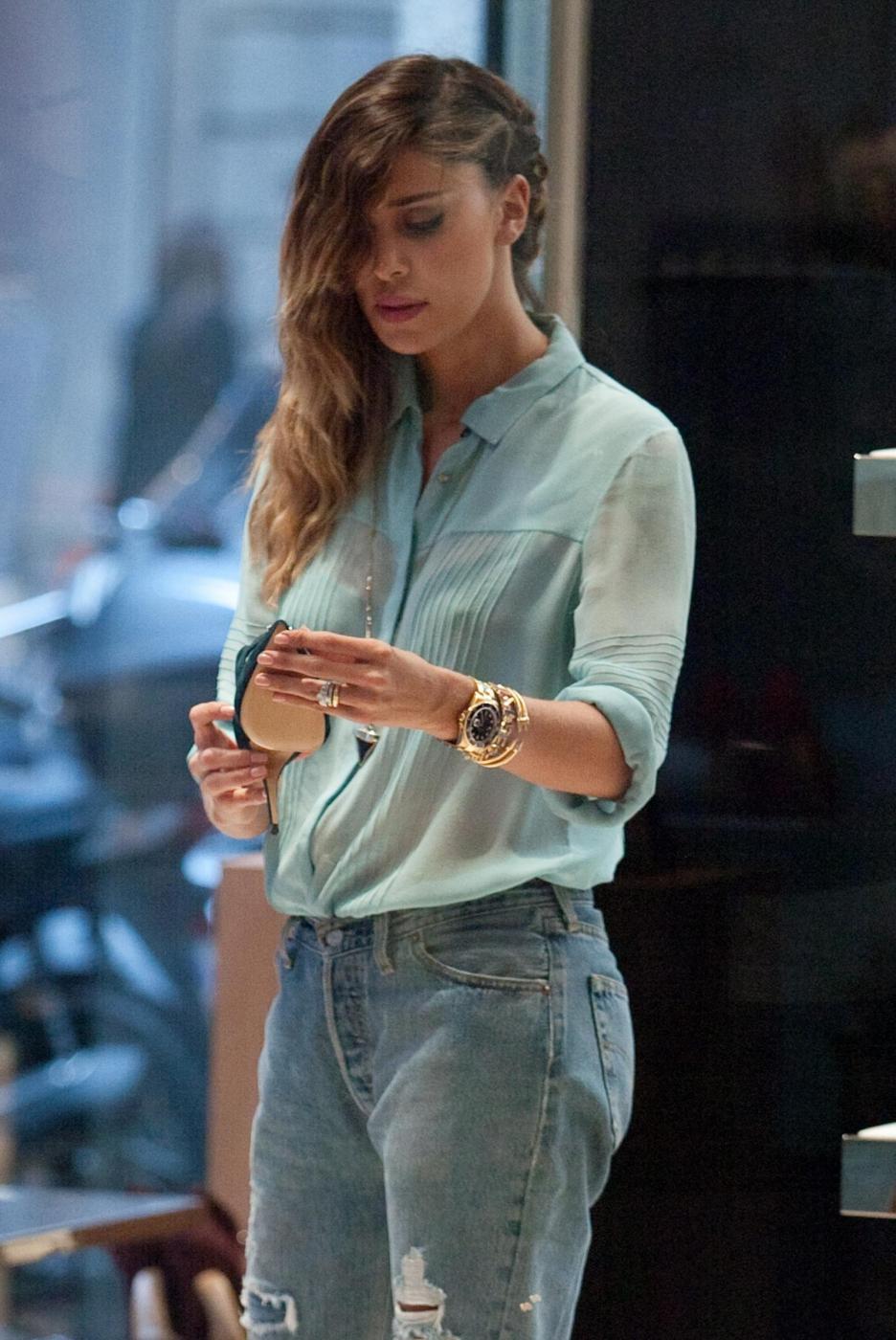 Belen e Cecilia Rodriguez, shopping insieme in via Montenapoleone16