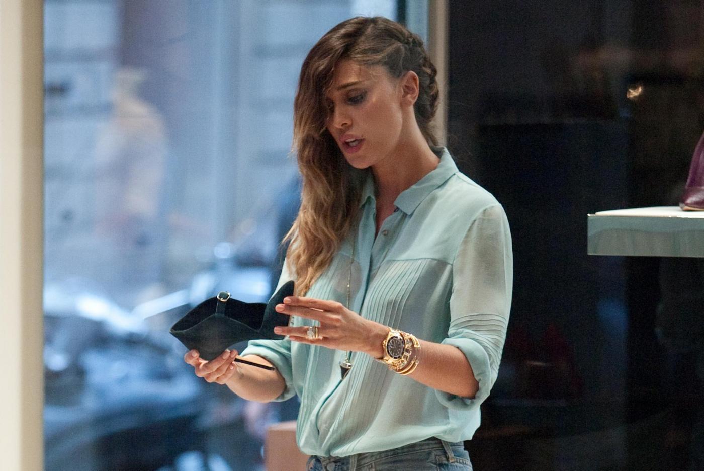 Belen e Cecilia Rodriguez, shopping insieme in via Montenapoleone7