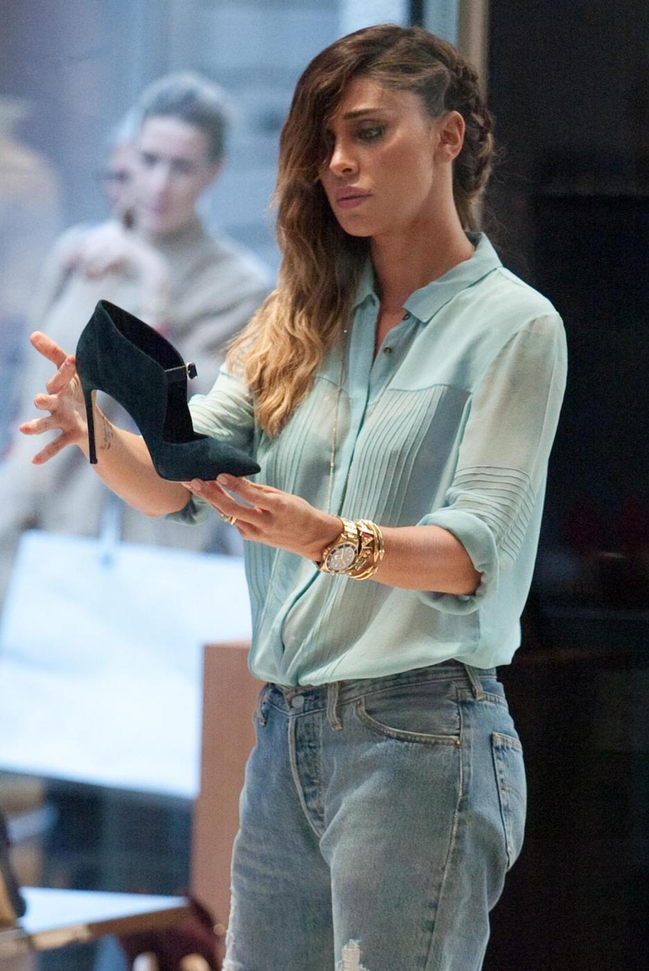 Belen e Cecilia Rodriguez, shopping insieme in via Montenapoleone18