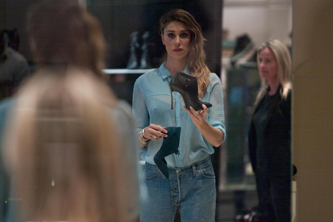 Belen e Cecilia Rodriguez, shopping insieme in via Montenapoleone21