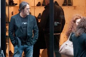 Fiorello e Marco Baldini, shopping di scarpe insieme a via Montenapoleone9