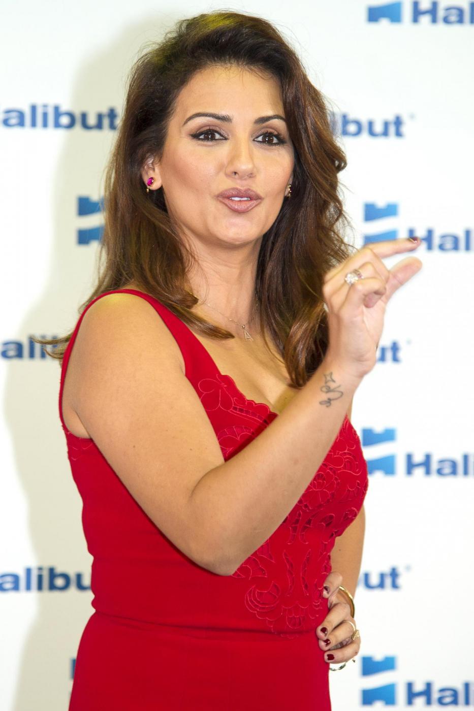 Monica Cruz, la sorella di Penelope presenta la linea di cosmetici Halibut08
