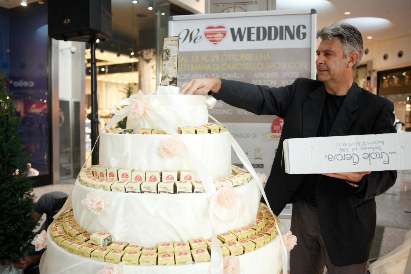 Si sposano nel centro commerciale del primo incontro: è la prima volta in Italia24