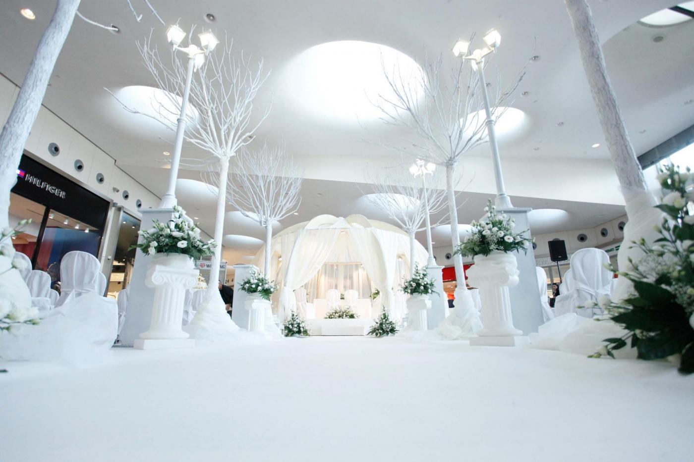 Si sposano nel centro commerciale del primo incontro: è la prima volta in Italia21