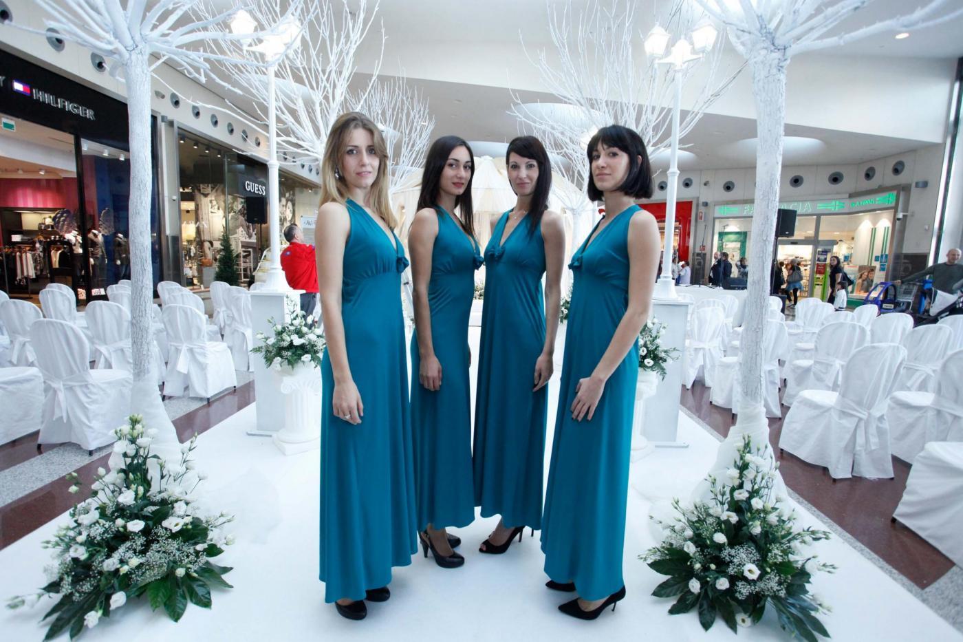 Si sposano nel centro commerciale del primo incontro: è la prima volta in Italia13