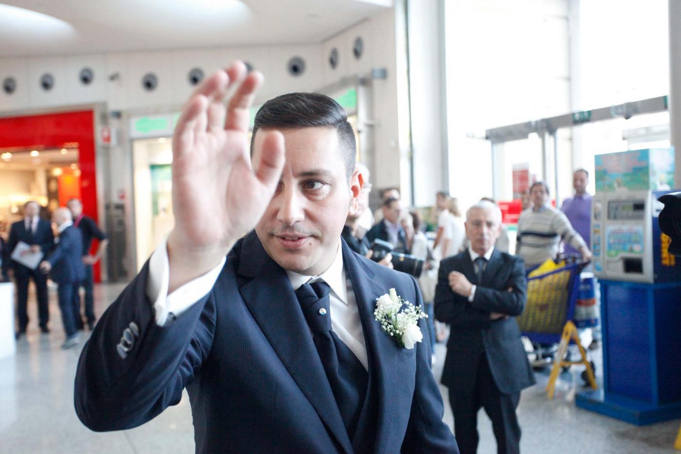 Si sposano nel centro commerciale del primo incontro: è la prima volta in Italia11