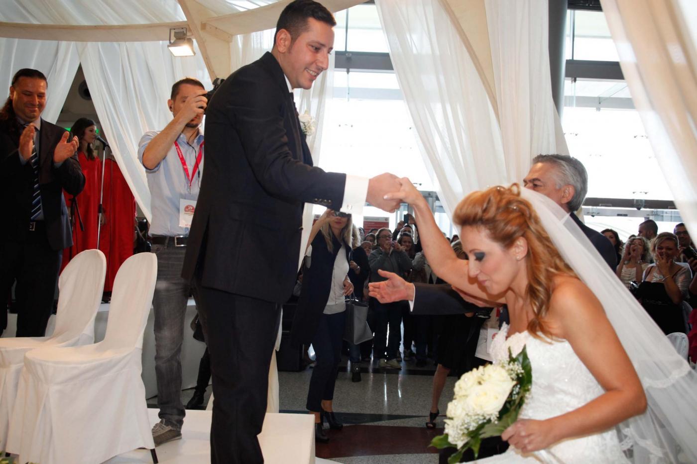 Si sposano nel centro commerciale del primo incontro: è la prima volta in Italia05