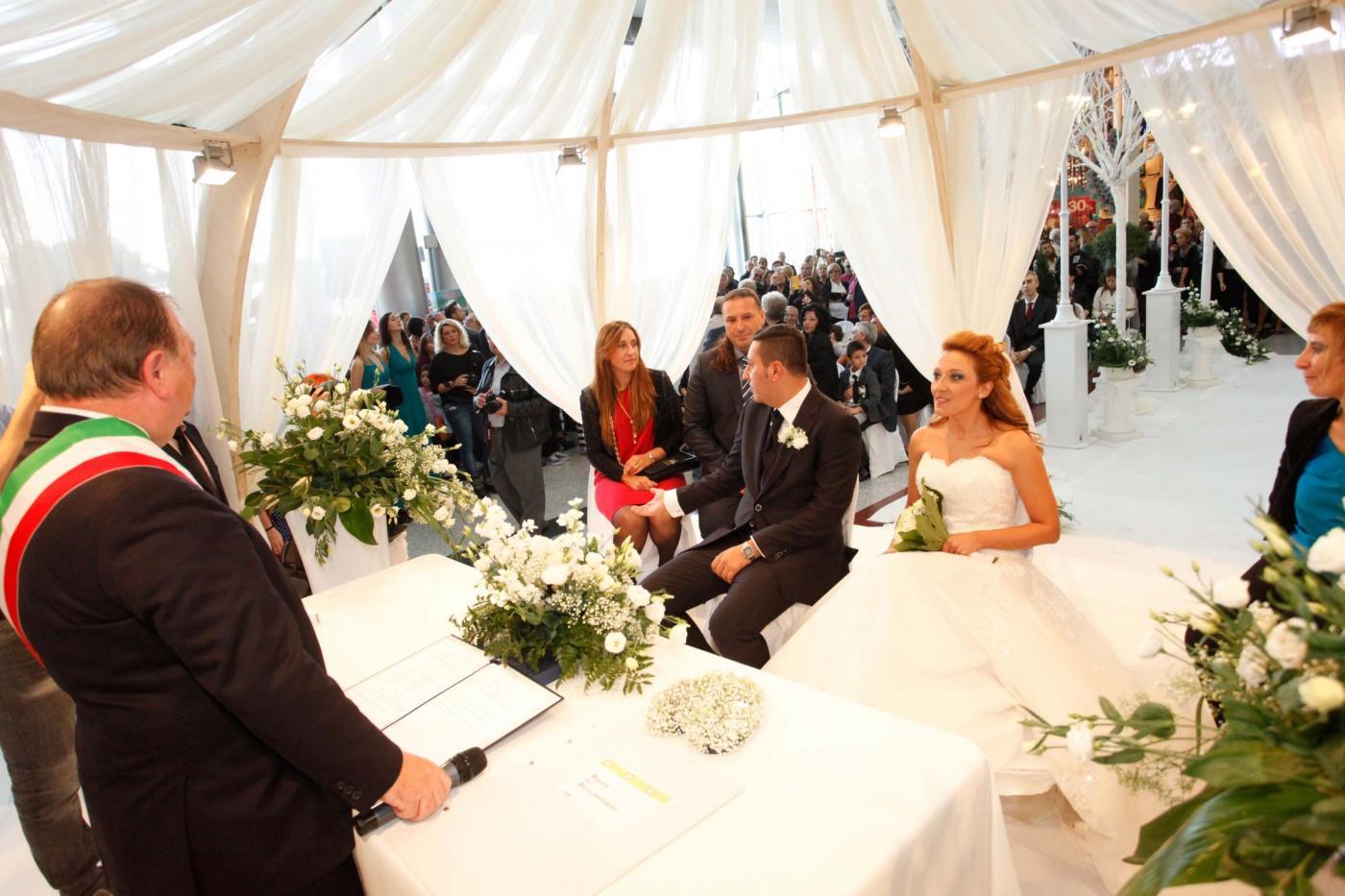 Si sposano nel centro commerciale del primo incontro: è la prima volta in Italia04
