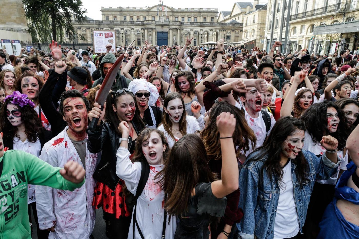 Zombie Wolk: 3500 persone in strada travestite da morti viventi 14