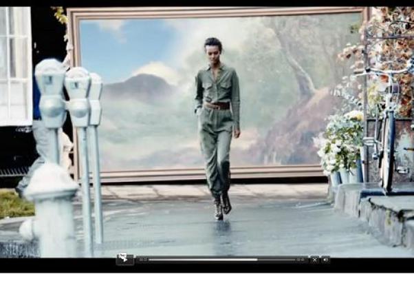 """H&M, un capo indigna il web: """"Tuta come le divise di peshmerga curde"""""""