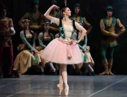 Mary Garret reintegrata alla Scala: ballerina cacciata perché denunciò anoressia