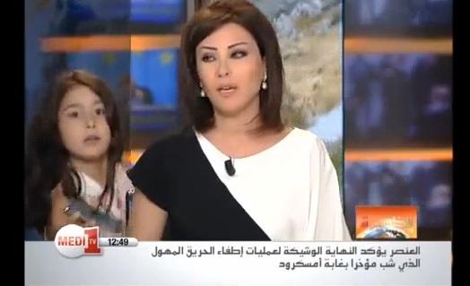 Imprevisto al tg: figlia giornalista porta cellulare mamma in diretta (VIDEO)