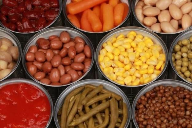 Cibi in scatola, quali è meglio evitare: spinaci, piselli...