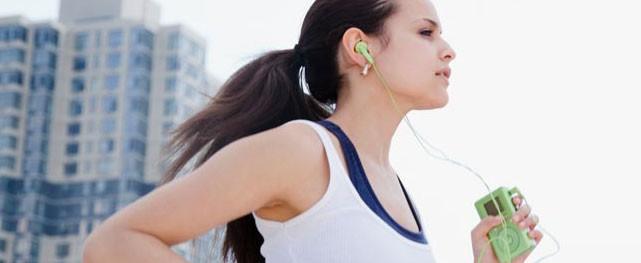 Fare sport con la musica fa meglio: ci si allena di più