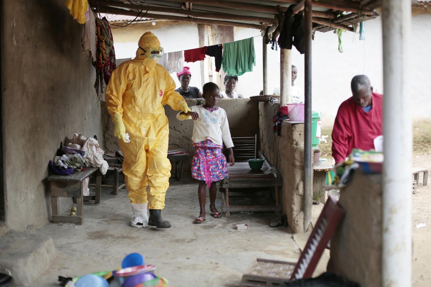 Virus ebola, come si trasmette e come ci si difende