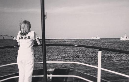 Regina Catrambone: una milionaria che gira il Mediterraneo salvando migranti (FOTO)