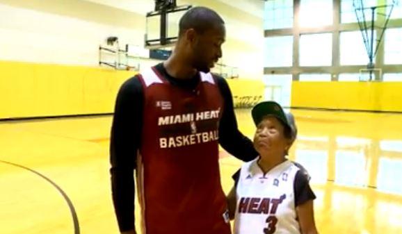 Signora di 90 anni sfida a basket un giocatore NBA (VIDEO)