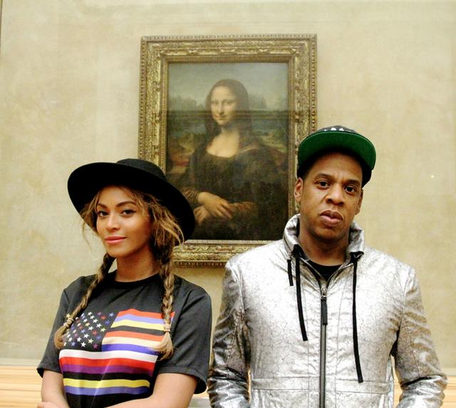 Beyoncé e Jay-Z al Louvre di Parigi: il selfie davanti alla Gioconda