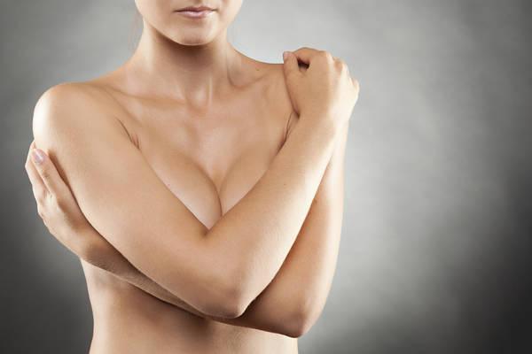 Tumore al seno, prevenzione inizia a 25 anni. Consigli dell'esperto