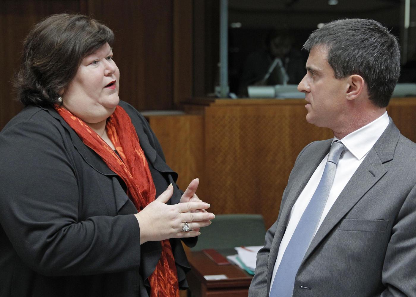 """Belgio, giornalista accusa ministra della Salute Maggie De Block: """"è obesa"""""""