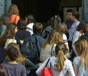 """Londra, ragazzi a scuola alle 10 di mattina: """"Così rendono di più"""""""