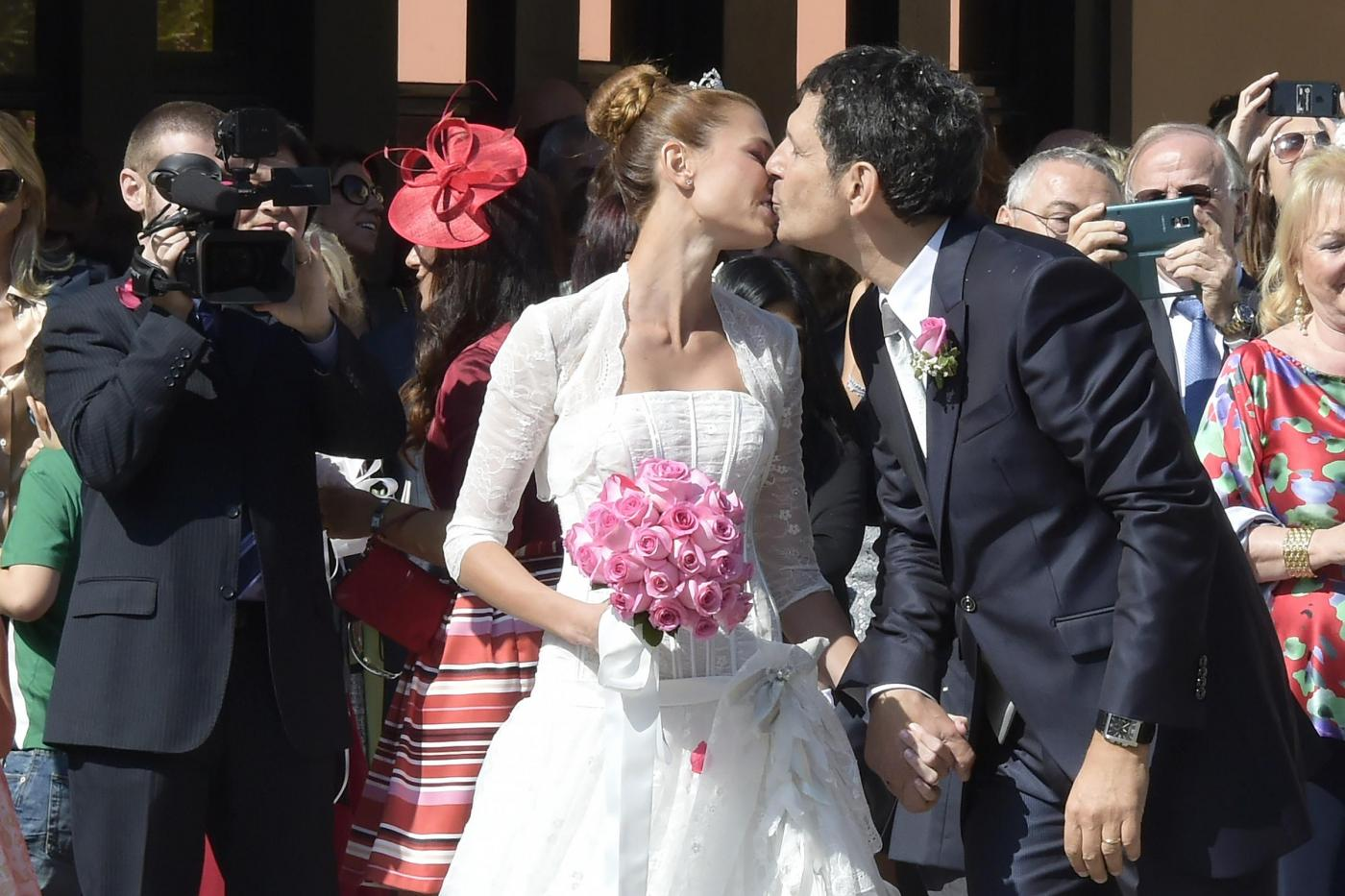 Fabrizio Frizzi sposa Carlotta Mantovan: le foto del matrimonio