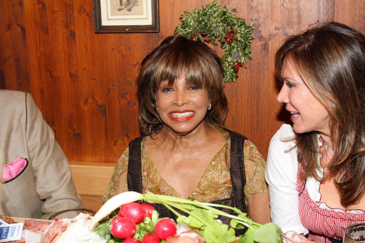 Tina Turner e Usain Bolt all'Oktoberfest: la regina del soul è brilla09