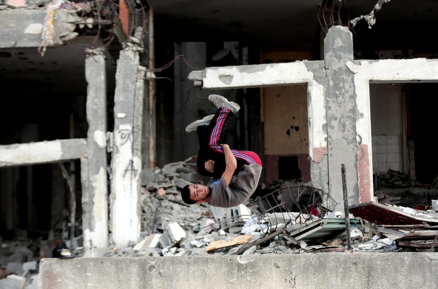 Parkour tra le macerie di Gaza City01