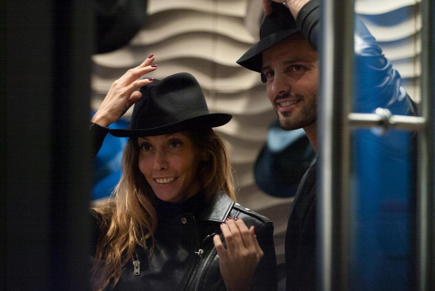 Alessio Lopasso e Roberta Bonfanti travolti dalla passione durante lo shopping12