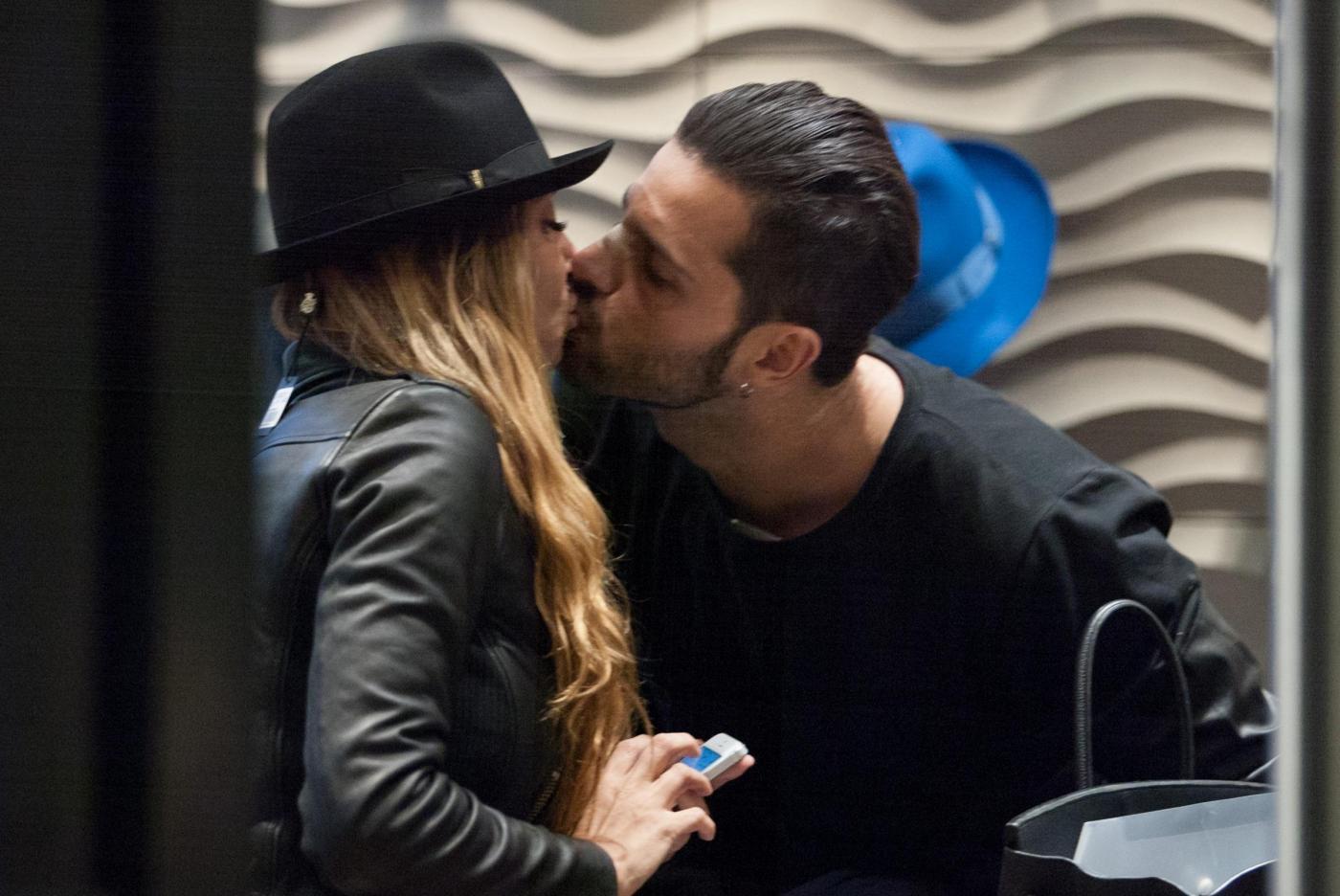 Alessio Lopasso e Roberta Bonfanti travolti dalla passione durante lo shopping11