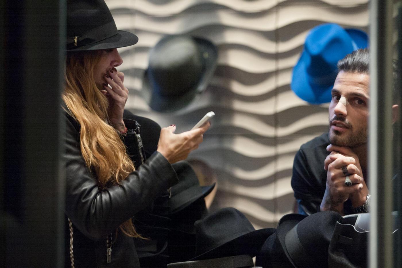 Alessio Lopasso e Roberta Bonfanti travolti dalla passione durante lo shopping07