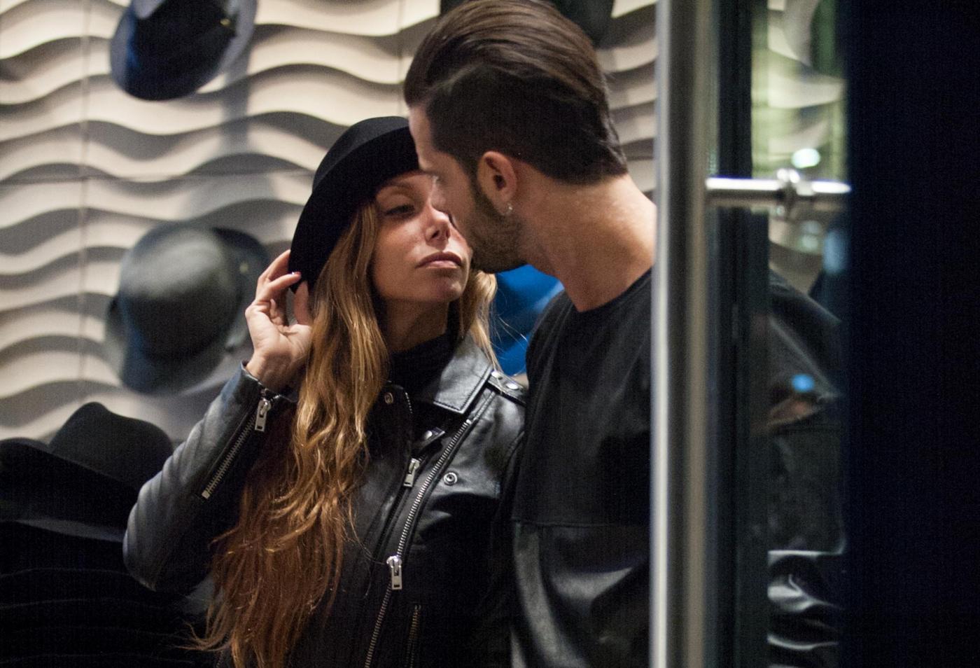 Alessio Lopasso e Roberta Bonfanti travolti dalla passione durante lo shopping04