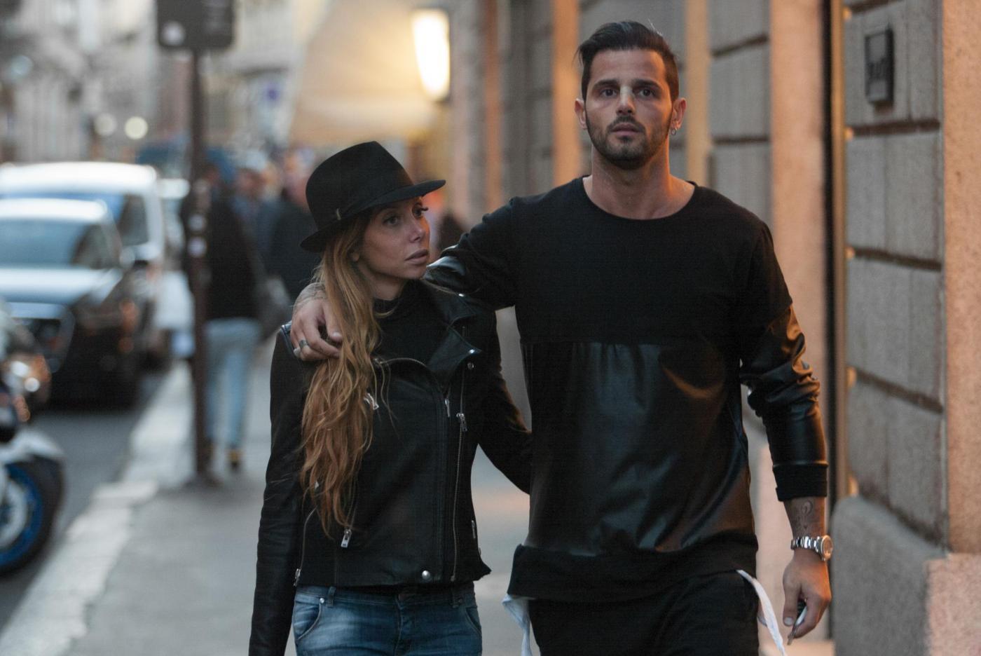 Alessio Lopasso e Roberta Bonfanti travolti dalla passione durante lo shopping02