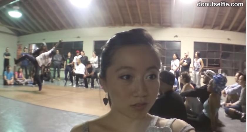 "Karenxcheng, l'utente YouTube che ha inventato il ""Donut Selfie"""