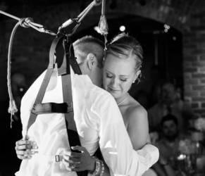 Marito paralizzato sorprende la moglie il giorno delle nozze VIDEO