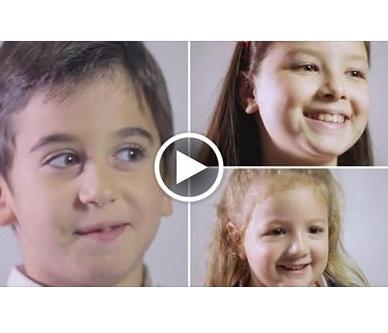 Bambini spiegano cos'è l'amore: video che commuove il web