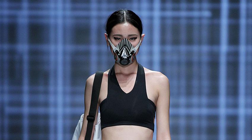 davvero economico a buon mercato top design Cina, la sfilata di moda con le mascherine anti-smog FOTO - Ladyblitz