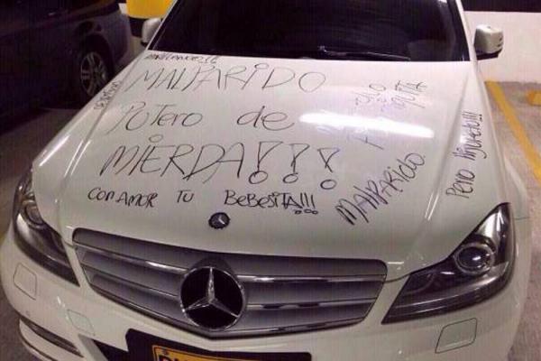 Tradita, raschia il lussuoso Mercedes dell'ex per vendetta FOTO