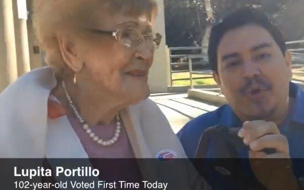 Usa, signora di 102 anni vota per la prima volta: una banda l'accompagna (VIDEO)