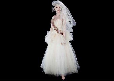Madonna, abito da sposa della cantante battuto all'asta per 81mila dollari