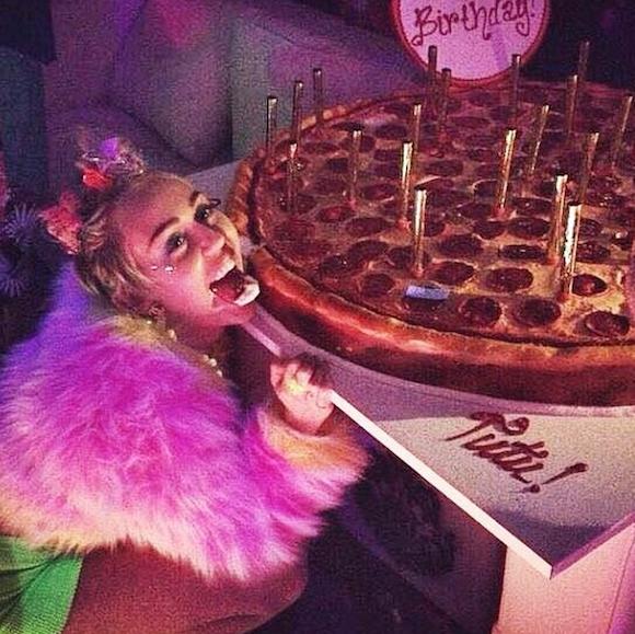 Miley Cyrus: compleanno con sex toys e marijuana 03