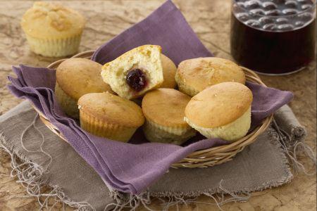Ricette di dolci: muffin alla vaniglia con cuore all'amarena