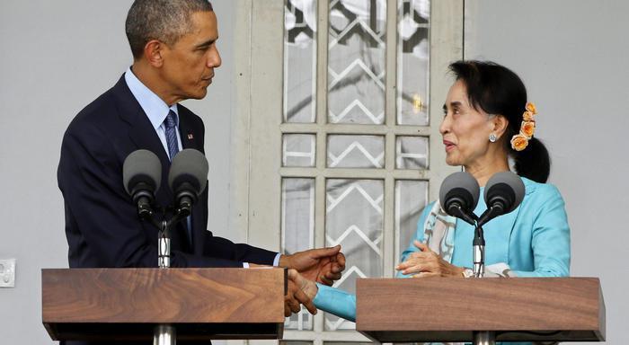 Obama incontra Aung San Suu Kyi. La leader birmana appare invecchiata e stanca04
