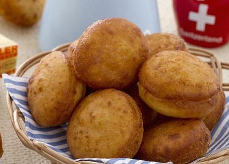 Finger food: krapfen salati con patate e Emmentaler