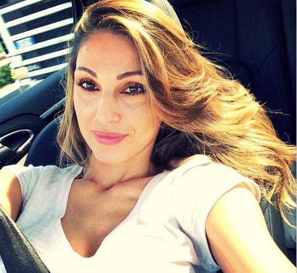 Selfie al volante la nuova mania delle star foto ladyblitz - Selfie in bagno ...
