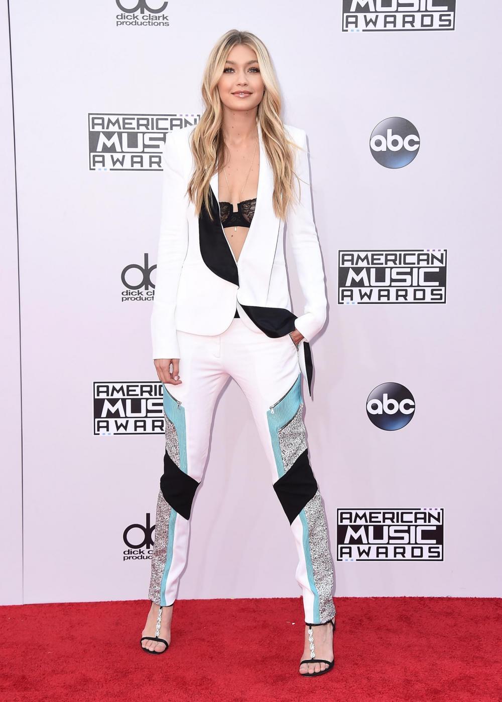 American Music Awards 2014: da Jlo a Rita Ora, i look delle star FOTO