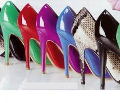 Tacchi alti: in aumento lesioni alle caviglie per le donne